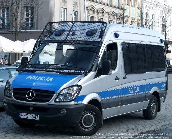 """Policja Żory: """"Pomocy! Kuzyn goni mnie z siekierą!"""""""